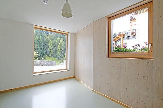 Martin Dubach Architekt und Katrin Gurtner Architektin gud Architekten St. Kasian Innenraum.jpg