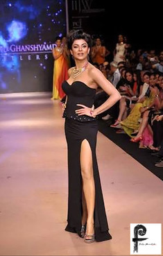 Sushmita-Sen-on-Catwalk-featuring-Felix-