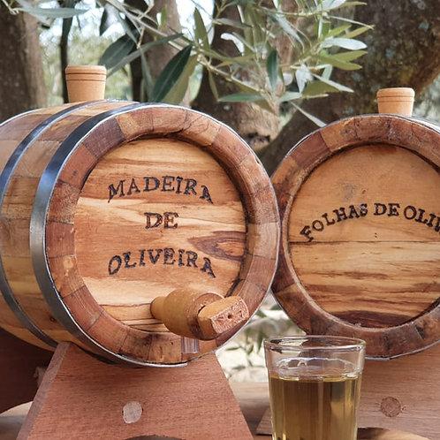 Barril de Madeira de Oliveira 1 Litro com 1 Litro de Cachaça