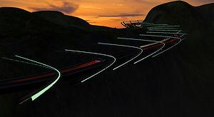 片持ちの道路 - 夕空へ昇る