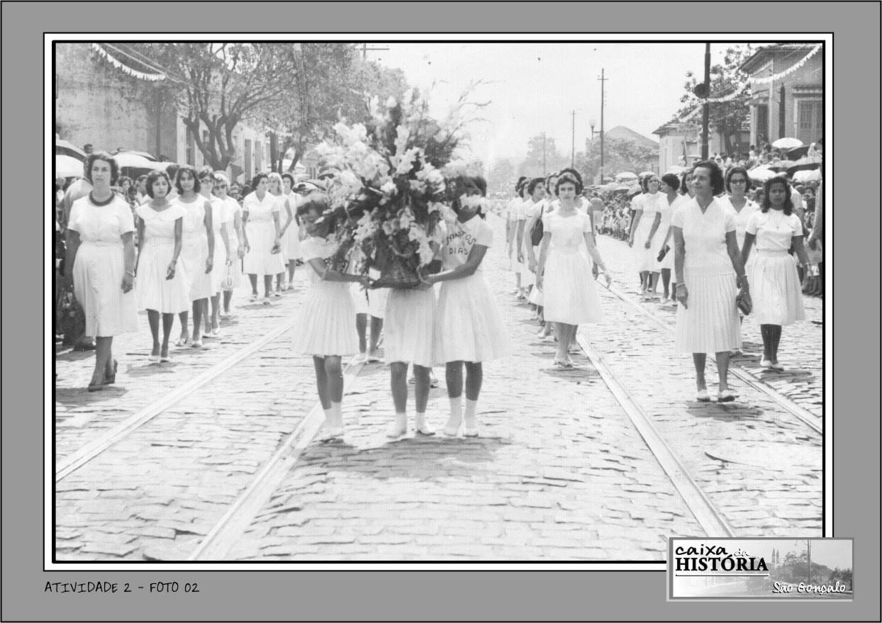 FOTO 2 - Desfile cívico do Grupo Escolar Santos Dias