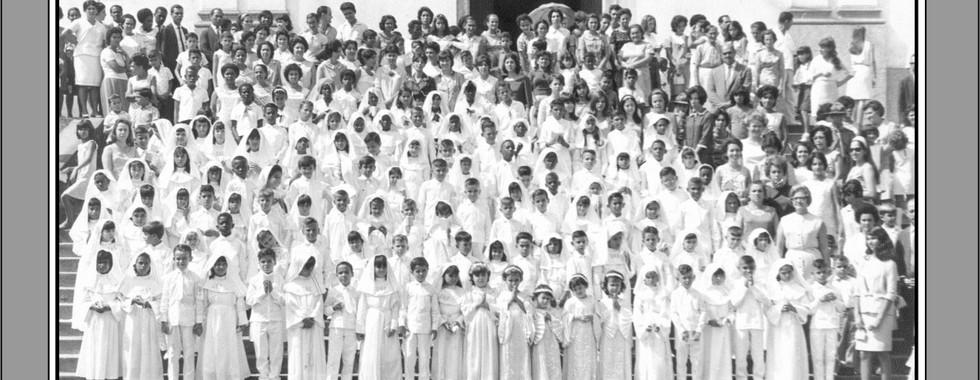 FOTO 1 - Primeira comunhão de alunos do Grupo Escolar Luiz Palmier na Igreja Matriz