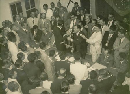João Goulart, candidato a Vice-Presidente da República, discursando em São Gonçalo