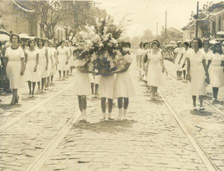 Desfile cívico do Grupo Escolar Santos Dias
