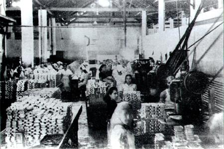 Trabalhadores da Companhia Brasileira de produtos de pesca