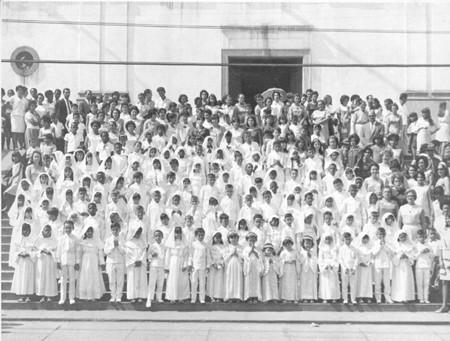 Primeira comunhão de alunos do Grupo Escolar Luiz Palmier na Igreja Matriz