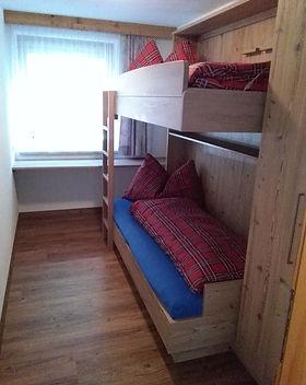 Schlafzimmer (2).jpg