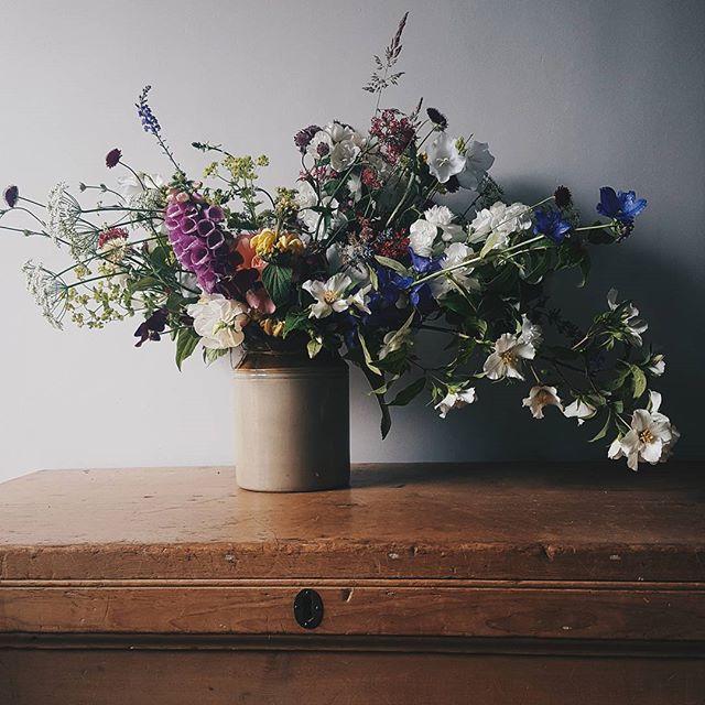 A Summer Garden #britishflowersweek day 3__#persuepretty #flowersgivemepower #caughtflowerhanded #slowfloralstyle #capturingcolour #dwtfinsp