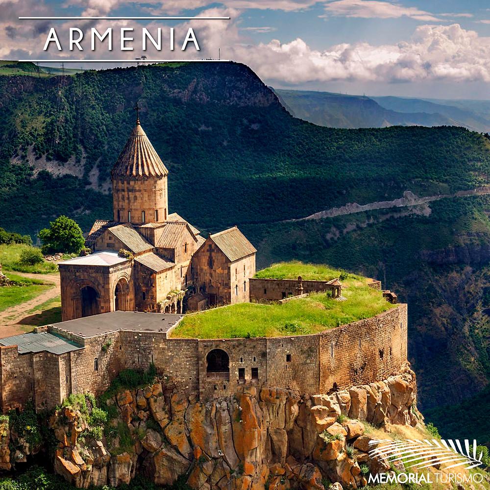 Foto do monasteiro de Tatev