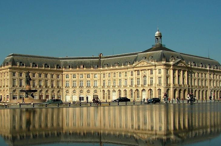 la ville de Bordeaux et sa jolie place de la Bourse