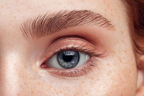 beautiful-woman-close-up-soft-make-up-ro