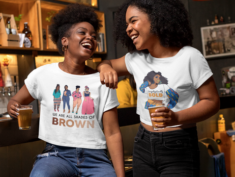 mockup-of-two-friends-with-crop-tops-at-