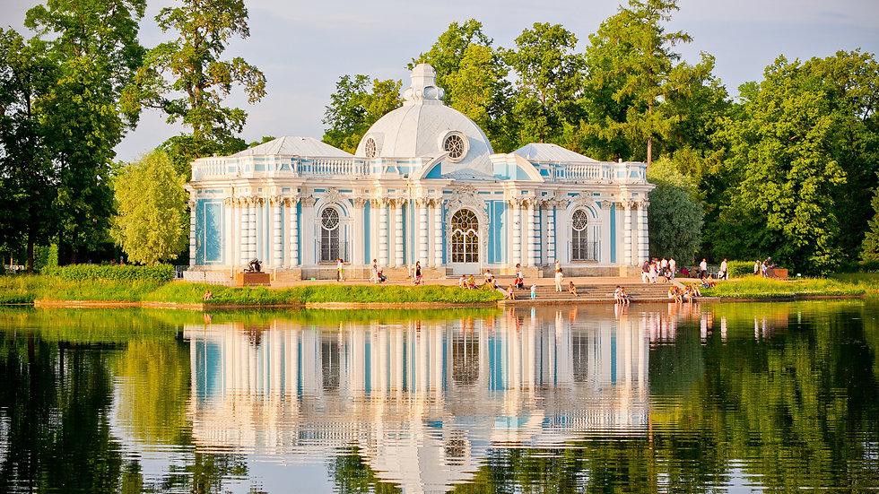 Город парков и дворцов.