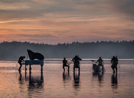 DAGAMBA rīko pirmo crossover mūzikas festivālu Baltijā skatītājiem laivās.