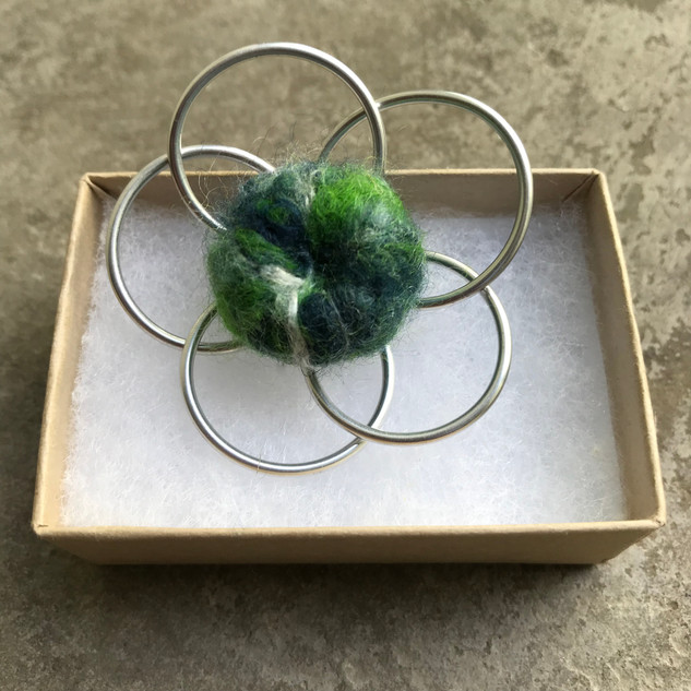 wirebrooches2.JPG