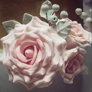 Some sugarpaste roses I made for a weddi