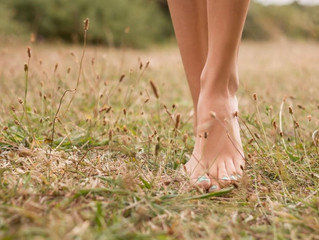 WHAT IS EARTHING AND WHY IS IT GOOD FOR ME?