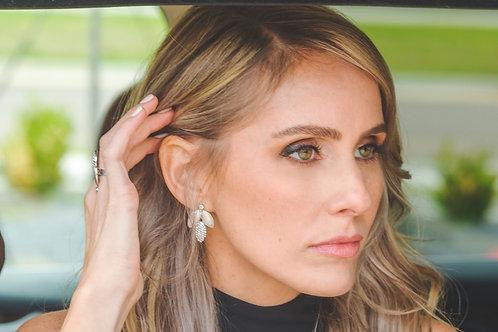 Que Grey Crystal Earrings