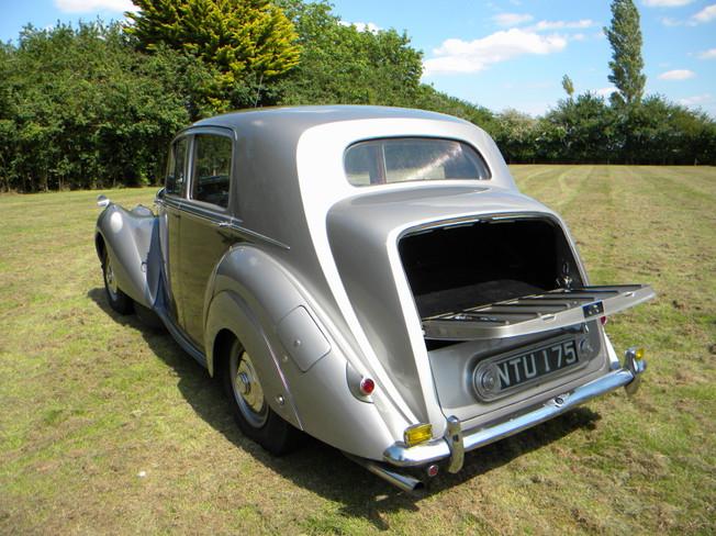 1951_Bentley Mark VI_12.jpg