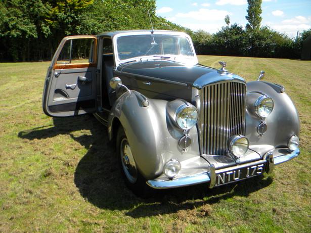 1951_Bentley Mark VI_18.jpg