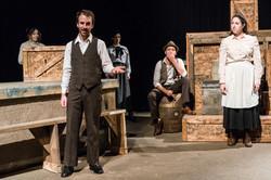 Comédiens sur scène-L'Incendie de la tri