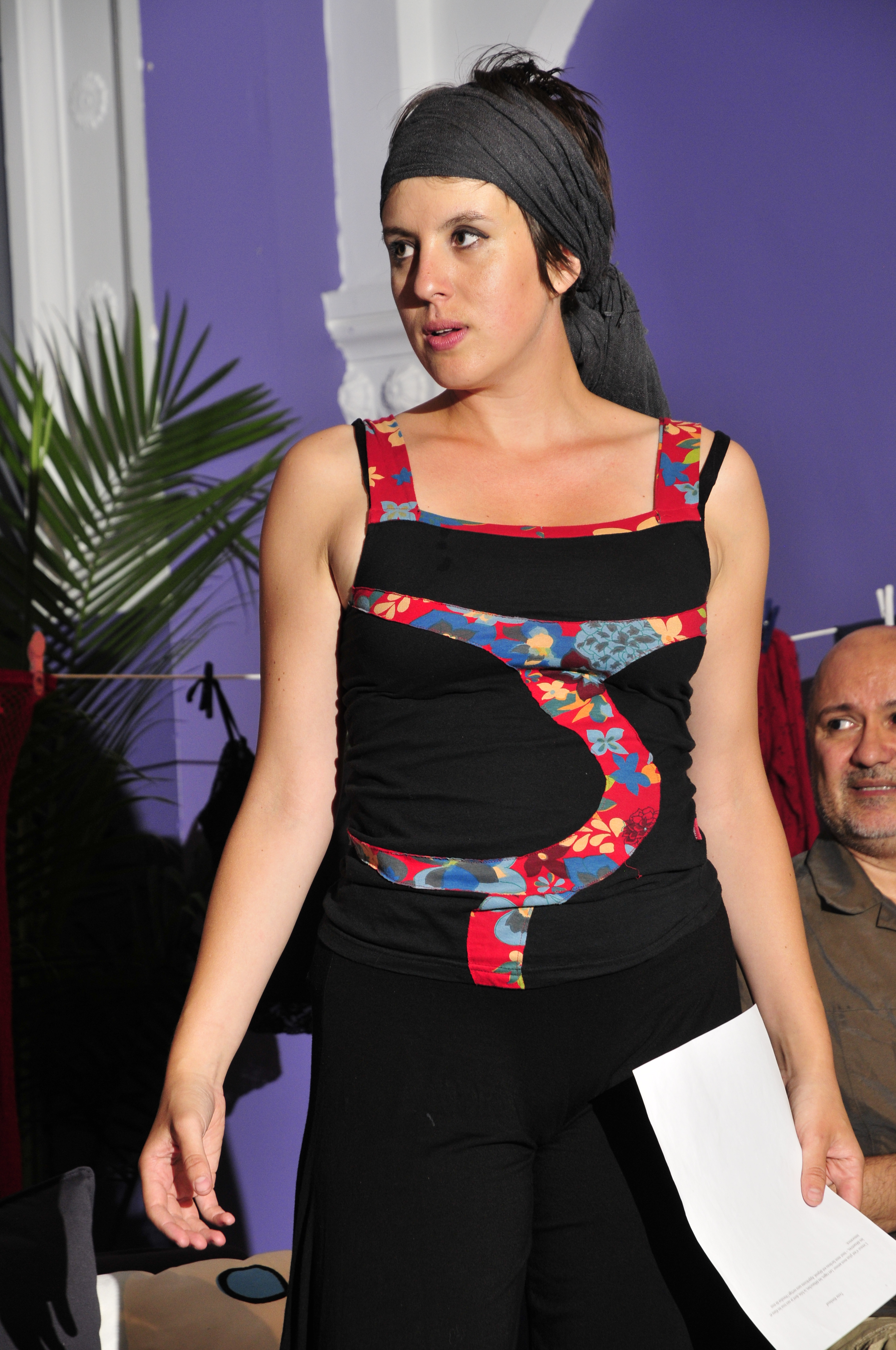 Comédienne sur scène pièce de théâtre En