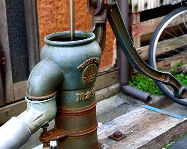 井戸水のポンプ