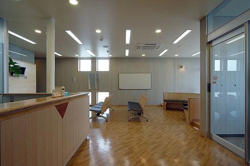 駒田皮ふ科クリニック受付と待合室