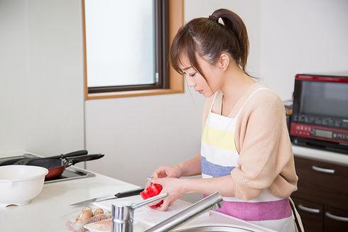 女性キッチン