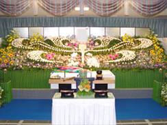 ワイドな花祭壇