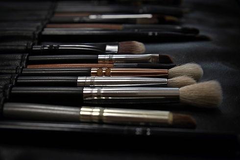 makeup-2676392_1920.jpg