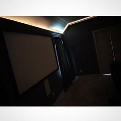 Welcome Home _laybo4prezident _W🔩O📺R🔌K🔨 #wallmountit #Houston #home #theater #custom #tv #instal