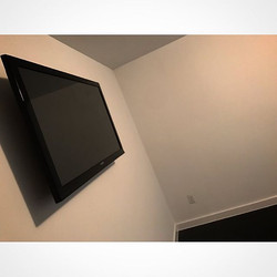 Welcome Home _cosmothebeast _W🔩O📺R🔌K🔨 #wallmountit #Houston #home #theater #custom #tv #install