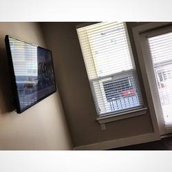 Welcome Home _laroyalty_boss _W🔩O📺R🔌K🔨 #wallmountit #Houston #home #theater #custom #tv #install