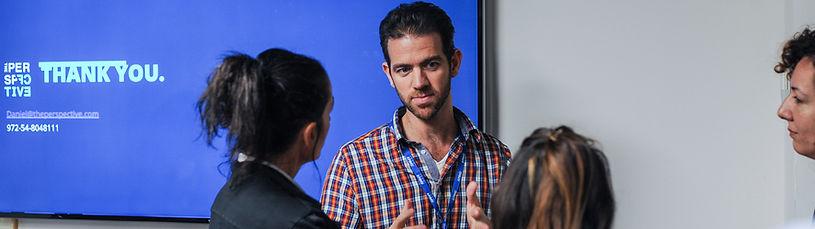 דניאל רבנר מרצה במסגר חברת רבנר שיווק בינלאומי