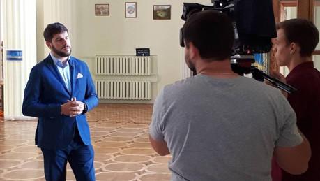 Саботаж. Помічниця депутата Київради Костянтина Ялового зірвала засідання екологічної комісії?