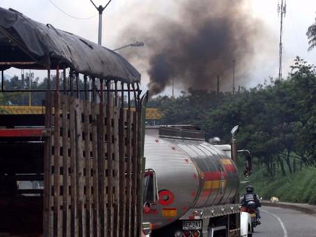 """Bogotá contra la contaminación: más de 1.000 vehículos """"con chimenea"""" inmovilizados"""