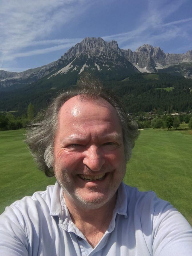Golfen mit Freunden am Wilden Kaiser