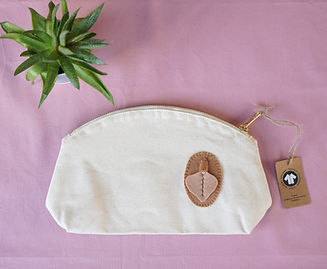 Light brown vulva organic bag_pink backg