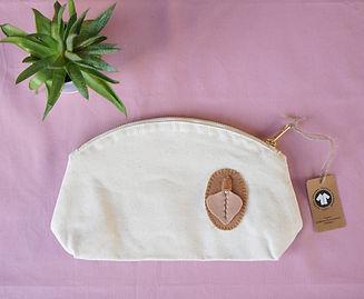 Light brown vulva organic bag_pink backg