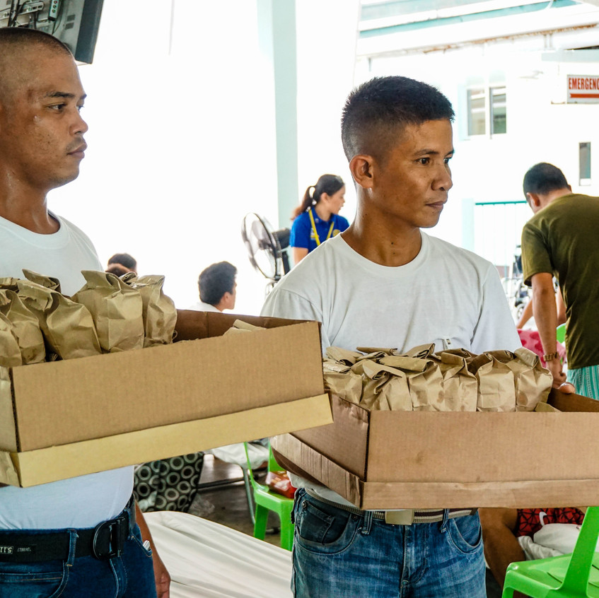 Packs composed of pastries, warm siopao and assorted fruits and juices were handed out to each soldier.