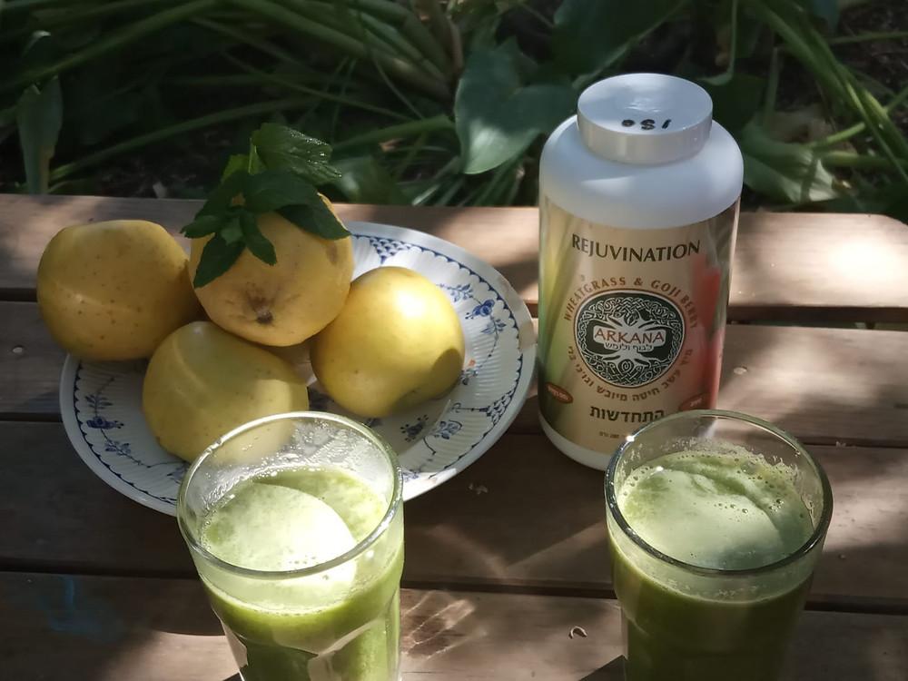 מיץ תפוחים, לימון, נענע ועשב חיטה