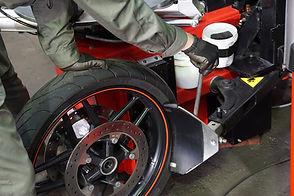 輸入バイクのタイヤ交換・販売