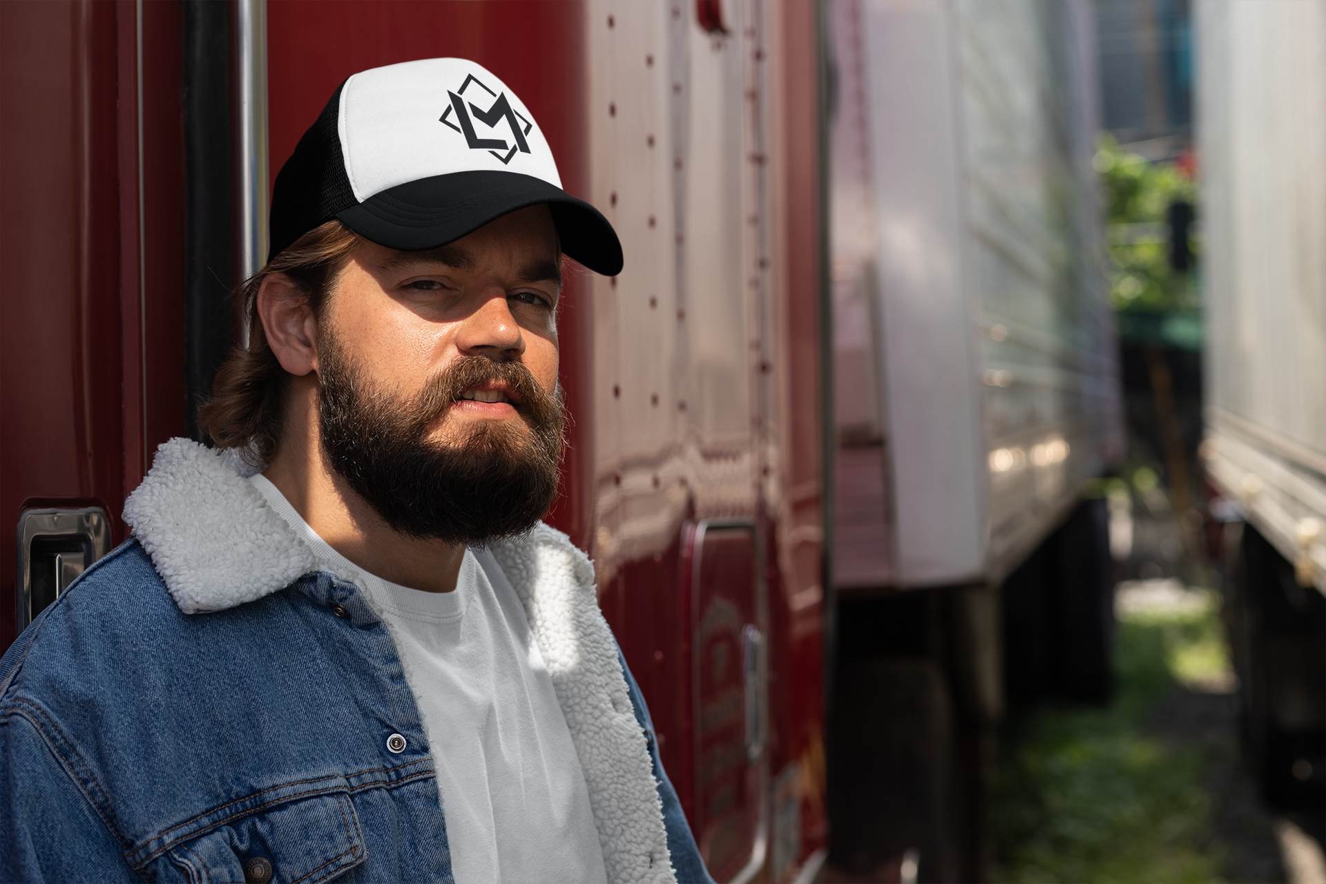 trucker-hat-mockup-featuring-a-smiling-b
