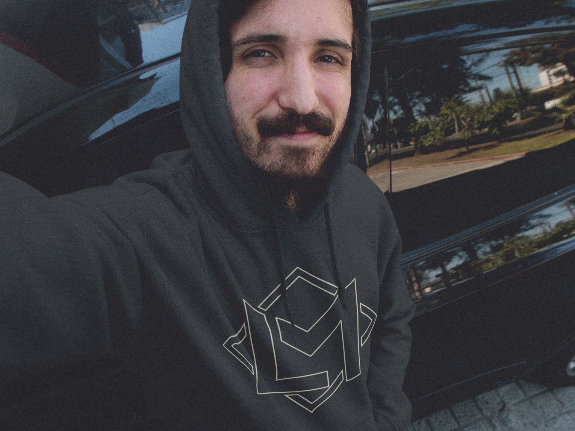 hoodie-mockup-featuring-a-young-man-with