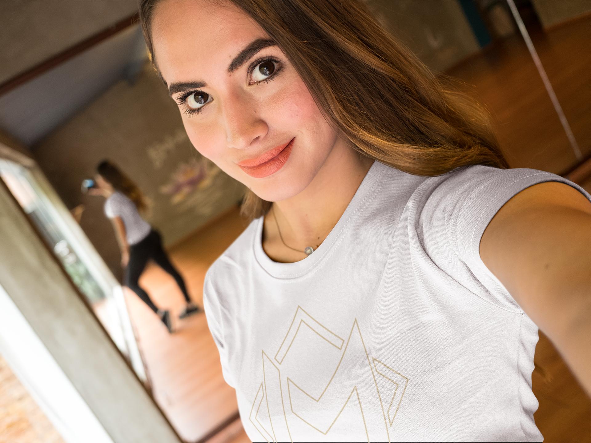 beautiful-girl-wearing-a-t-shirt-mockup-