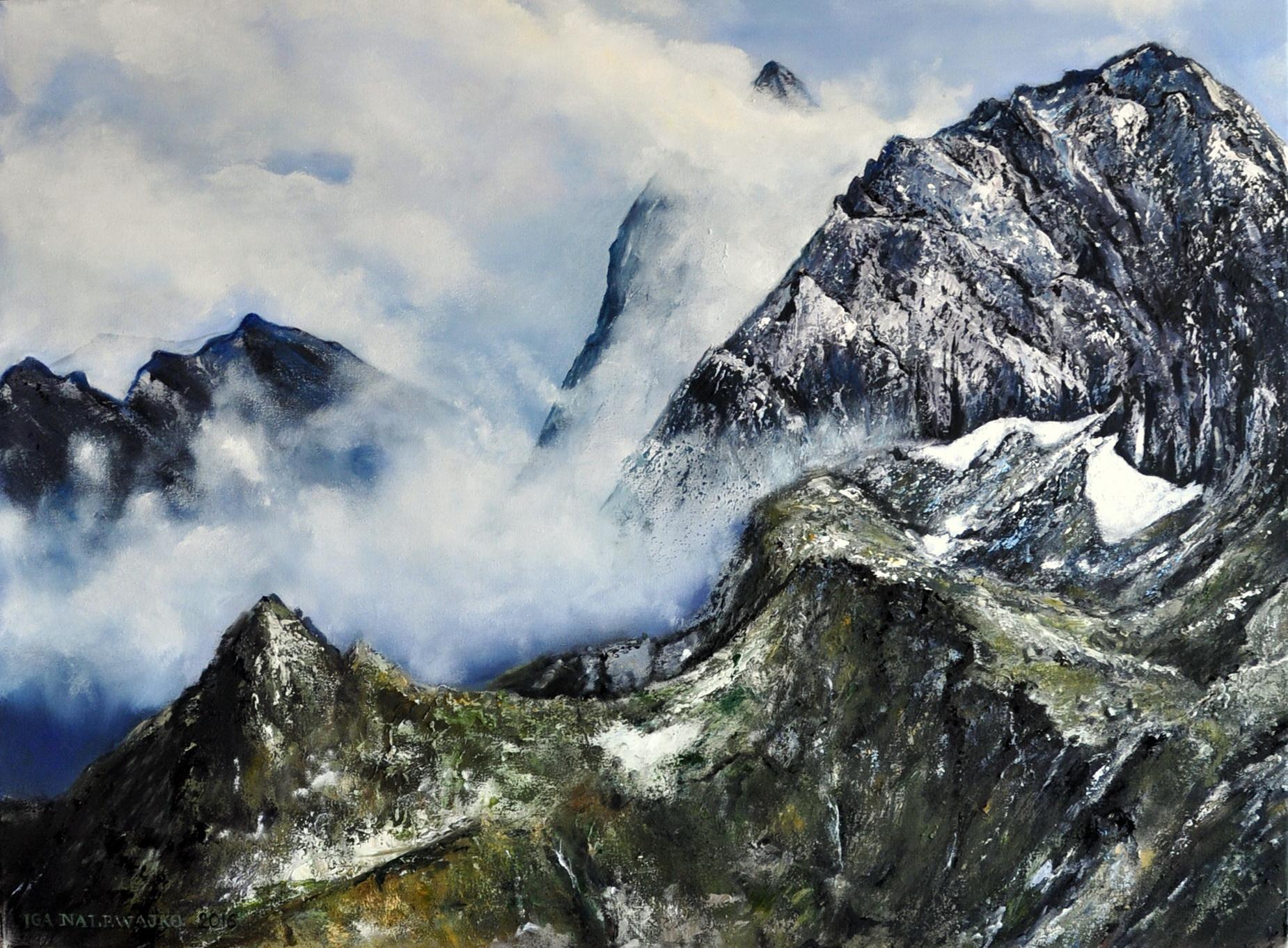 Górskie szczytyw chmurach