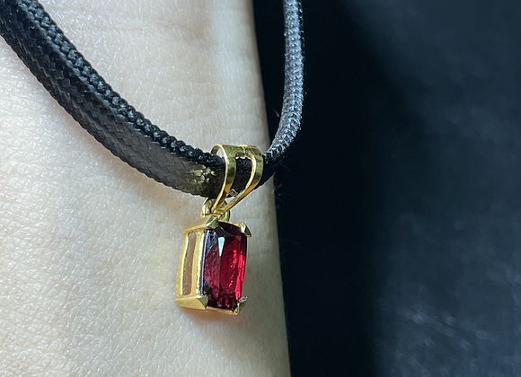 Red Spinel Pendant in 18k solid gold