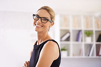 Smilende profesjonell leter Woman