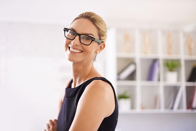 笑顔プロフェッショナルな女